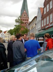 """Wirtschaftsminister Olaf Nies am Projektstand """"Management der Energiewende"""" in Lüneburg"""