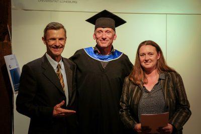 Absolvent und 1. Vorsitzende des Alumni e.V.s mit Prof. Dr. Dr. h.c. Stefan Schaltegger