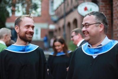 Zwei Absolventen des MBAs 2019